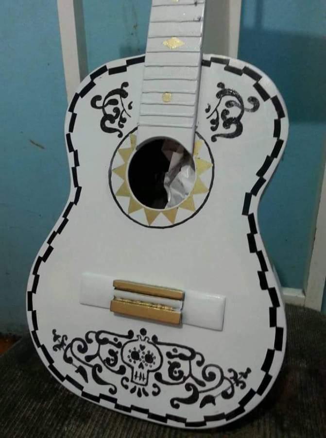 "Paracho, sin problemas para comercializar guitarra de ""Coco"""