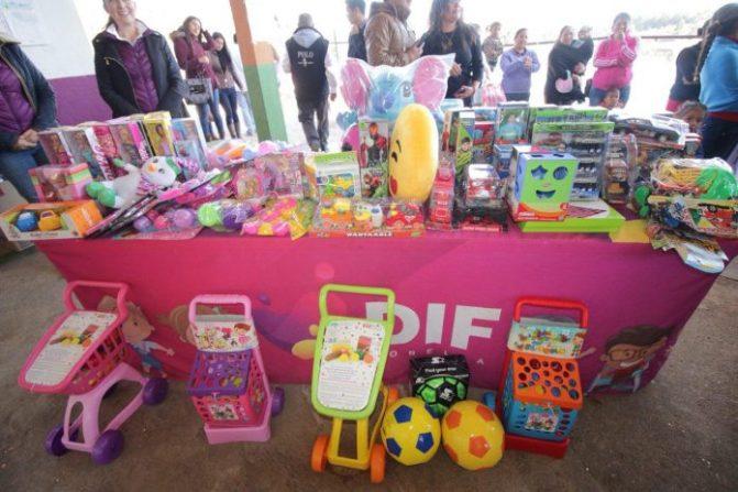 Entrega DIF municipal juguetes donados en comunidades de Morelia
