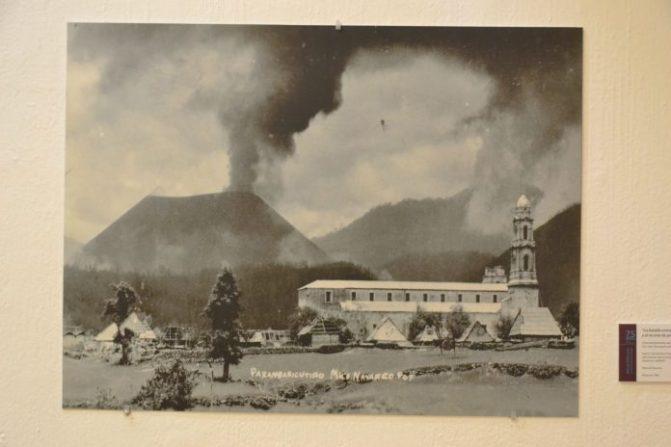 Inauguran muestra fotográfica sobre el nacimiento del Paricutín, en el Macaz