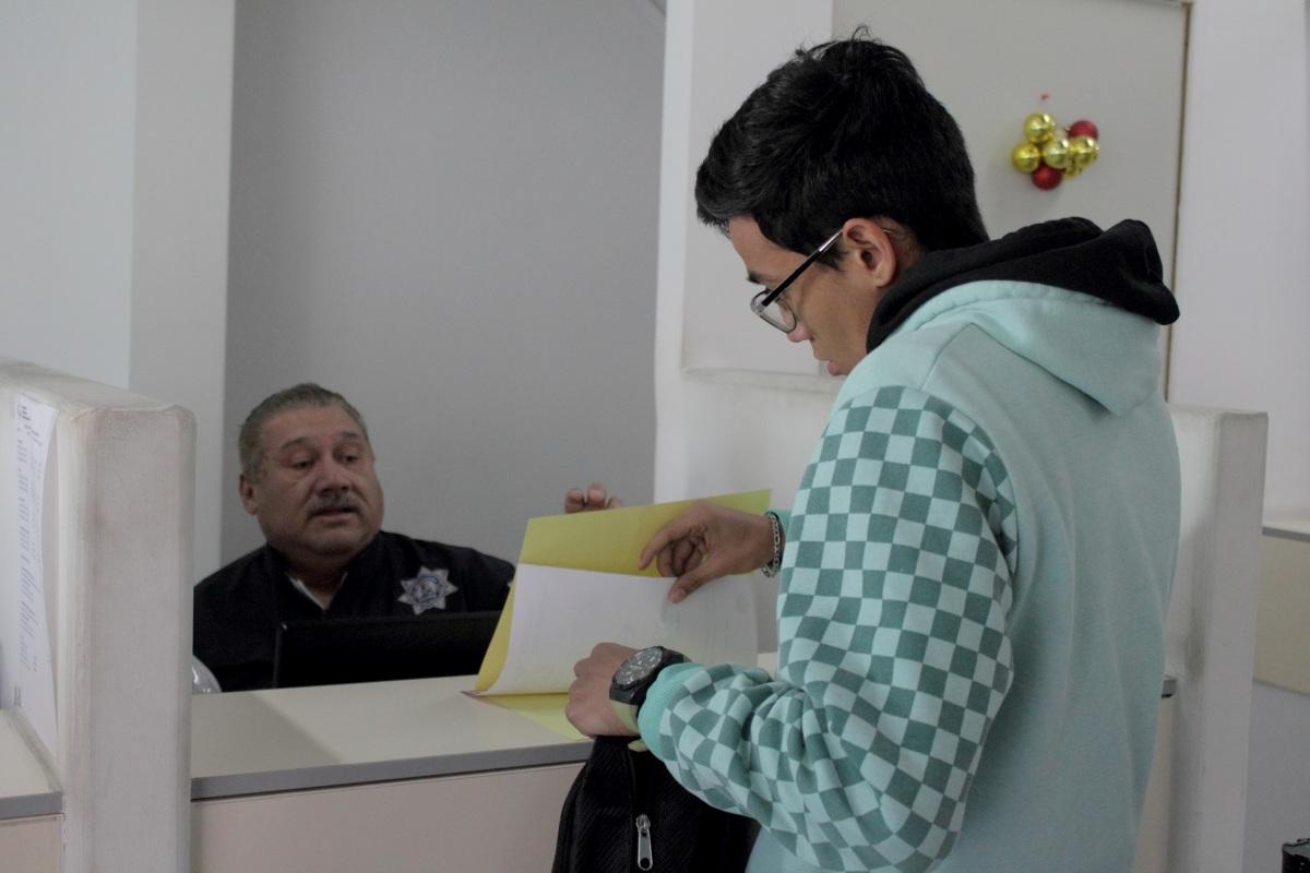 Con irregularidades en firmas de trámites de licencias
