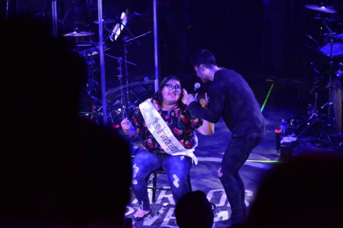 Carlos Rivera enamoró con su presentación a fans en el Centro de Espectáculos de la Expo Fiesta Michoacán 2018