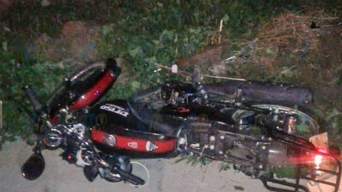 Motociclista pierde la vida al chocar contra un poste