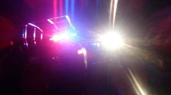 Conductor de camioneta queda herido tras percance carretero en Zitácuaro
