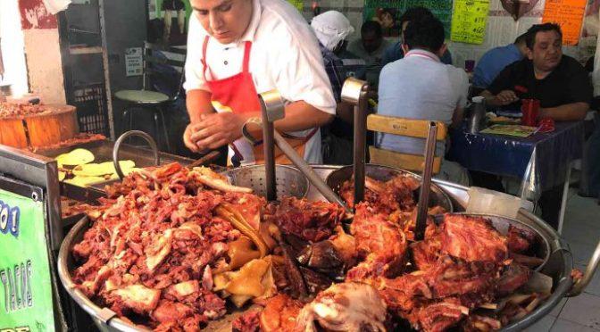 Buffet de carnitas: Come todos los tacos, quesadillas y refresco que puedas